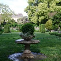 Cranlana_Pedestal and hedged lawn.jpg