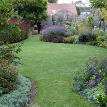 Arundel_Sweeping lawn with border.jpg
